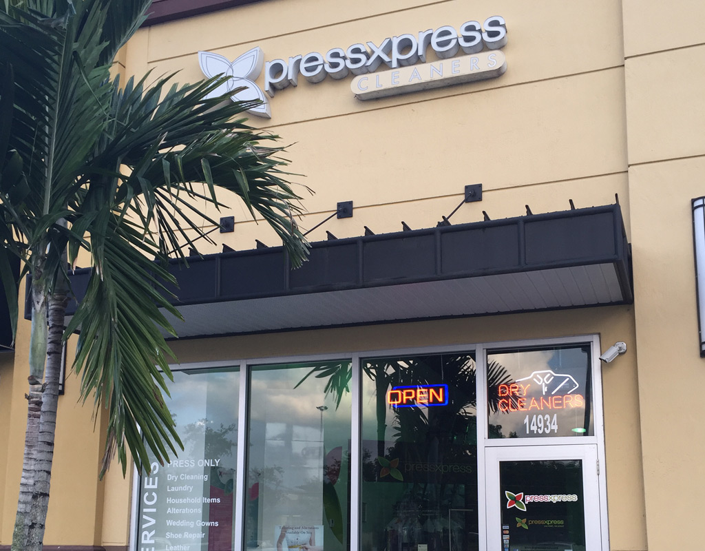 Pembroke Pines dry cleaners door